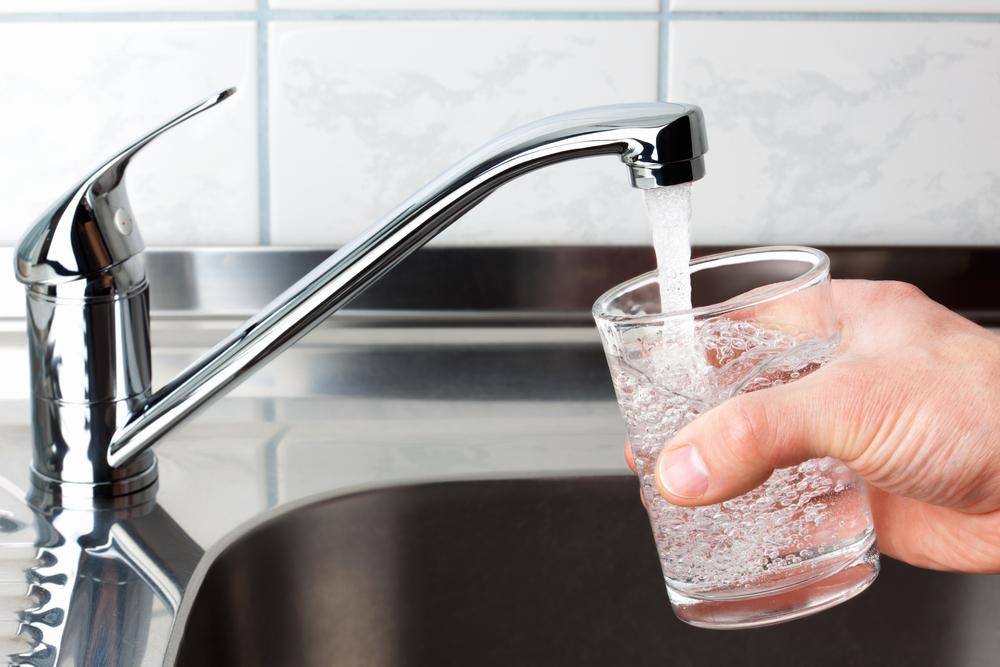 Почему запрещается употреблять воду из водопровода - 24news.in.ua